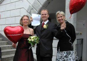 Glückliches Bonner Hochzeitspaar am 08.08.08