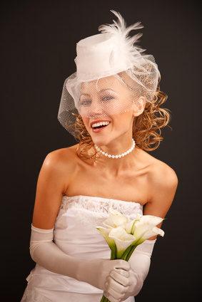 Die Braut fragt sich: Mit oder ohne Schleier?