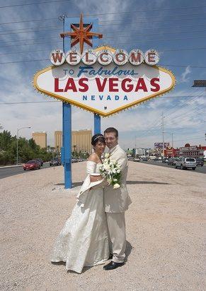 Viva Las Vegas: Mit Hüftschwung in die Ehe!