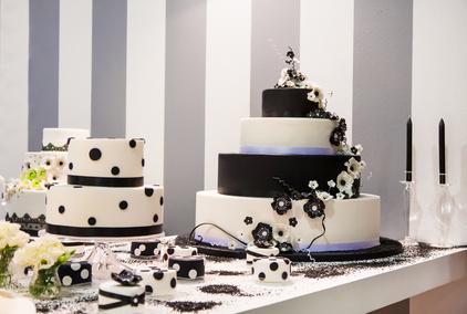 Schwarz-weiße Hochzeitstorte