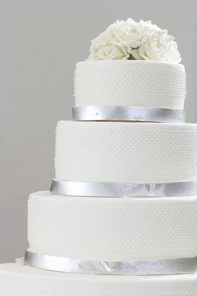 Klassisch weiße Hochzeitstorte